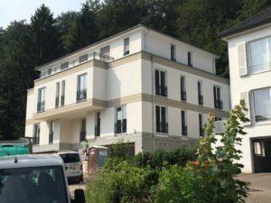 Neubau Mehrfamilienhaus mit Bossenstruktur